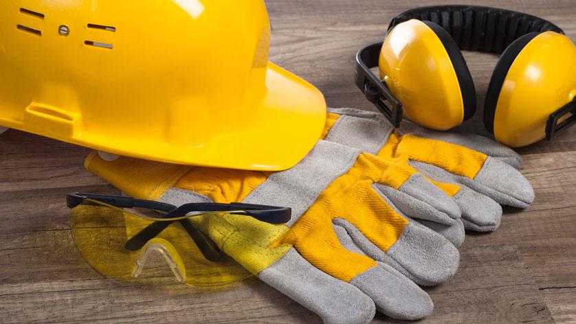 Rakentajan turvavälineet, kypärä, hanskat, kuulosuojaimet ja suojalasit