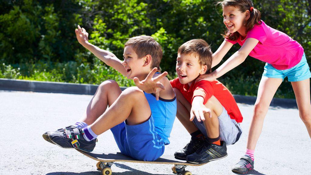 Lapset leikkimässä