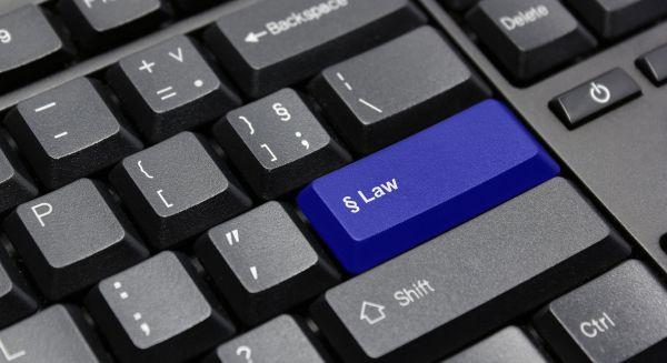 tietokoneen näppäimistössä on painike jossa lukee law eli laki