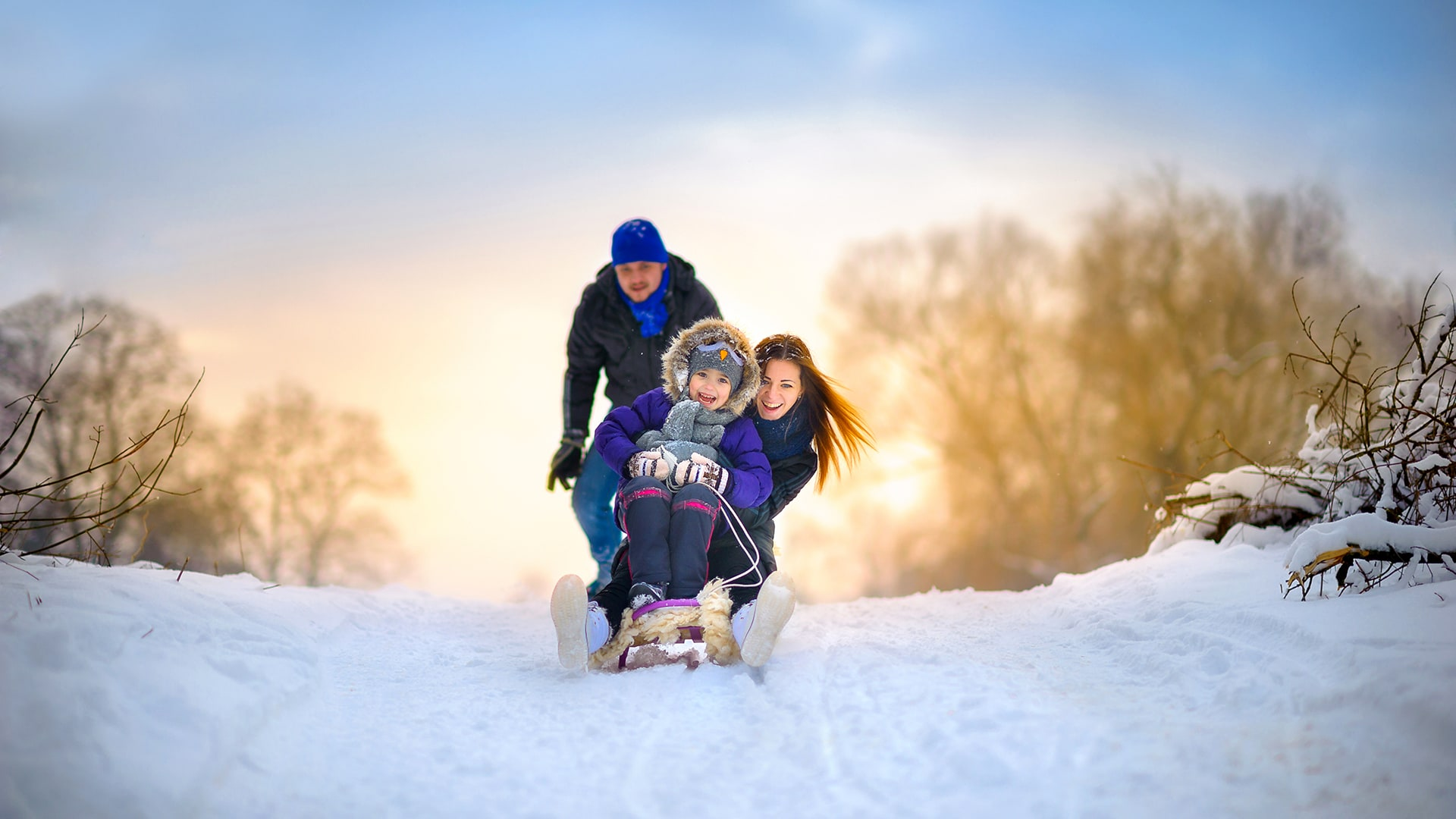 Pohjantähti vakuutukset perhe laskee mäkeä